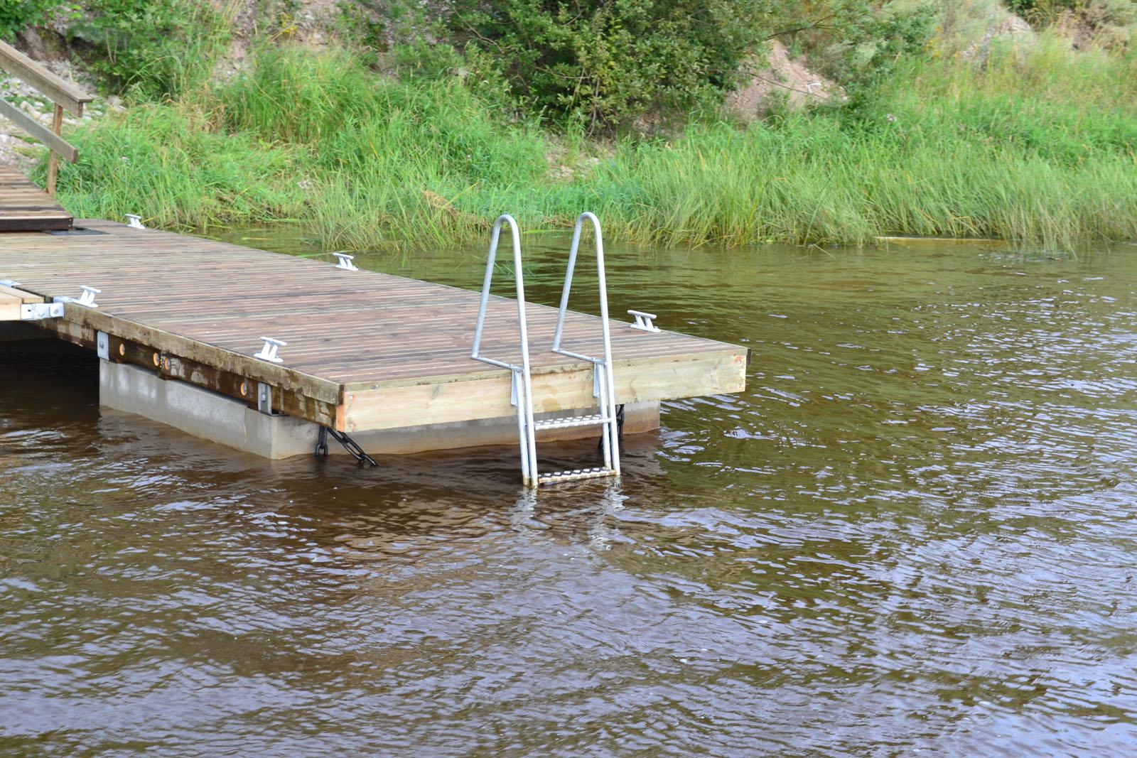 Частный причал на реке